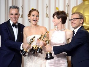 jennifer-lawrence-daniel-day-lewis-oscars-2013
