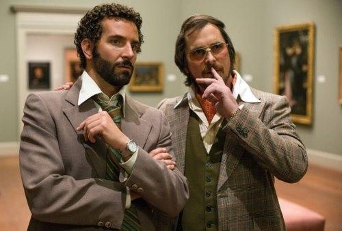 Bradley Cooper et Christian Bale pas sur de leurs coifffeurs..