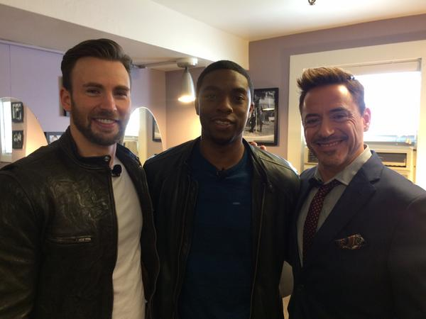 T'Challa (Chadwick Boseman) avec tony Stark  et Steve rogers