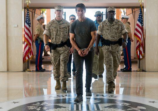 """Jeremy Renner, (à gauche avec des lunettes de soleil), Tom Cruise et Ving Rhames(à droite) sont de retour pour """"Mission: Impossible - Rogue Nation."""