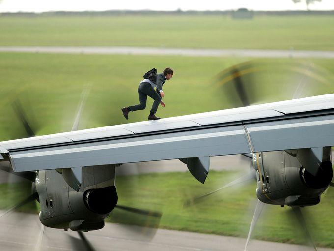 Tom Cruise sur l'aile d'un airbus A400 avant son envol dans «Mission: Impossible - Rogue Nation. normal !