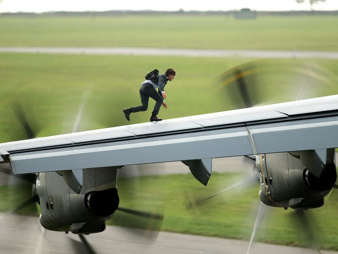 Tom Cruise sur l'aile d'un airbus A400 avant son envol dans «Mission: Impossible - Rogue Nation. normal !