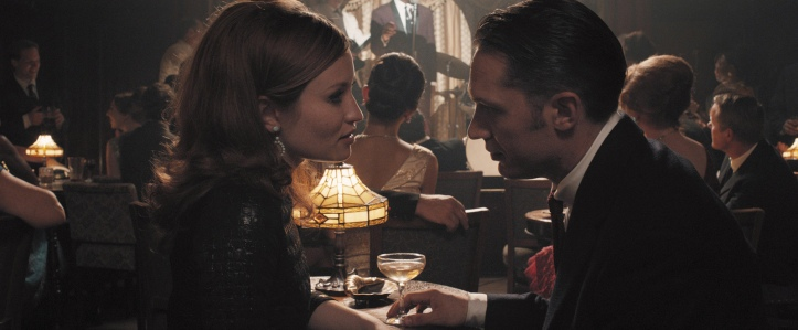 Emily Browning (Frances Shea) und Reggie Kray (Tom Hardy)