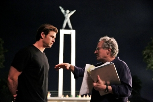 (L to R) CHRIS HEMSWORTH as Nicholas Hathaway and director/producer MICHAEL MANN on the set of Legendary?s ?Blackhat?. Set within the world of global cybercrime, ?Blackhat? follows a furloughed convict and his American and Chinese partners as they hunt a high-level cybercrime network from Chicago to Los Angeles to Hong Kong to Jakarta.
