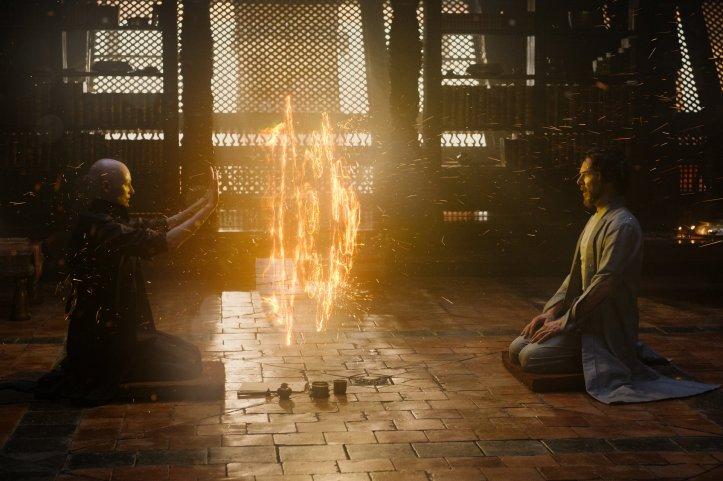 The Ancient One (Tilda Swinton) et Doctor Stephen Strange (Benedict Cumberbatch)