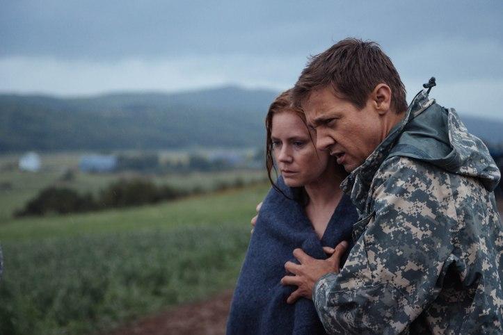 Louise Banks (Amy Adams) et Ian Donnelly (Jeremy Renner) unis face à l'indescriptible